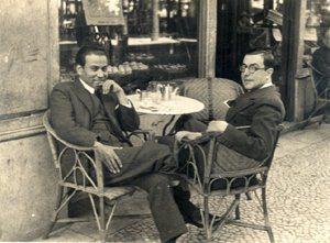 foto: Ferreira de Castro com Roberto Nobre, esplanada da «Veneza», Lisboa, década de 1930 (aqui)